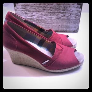 ❤️ladies size 8 1/2 red Toms wedges